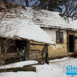 trošna kuća u snijegu